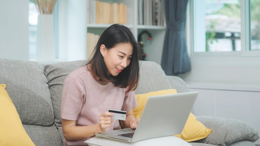 Asian Woman Using Laptop And Credit Card Shopping Ecommerce, Fem
