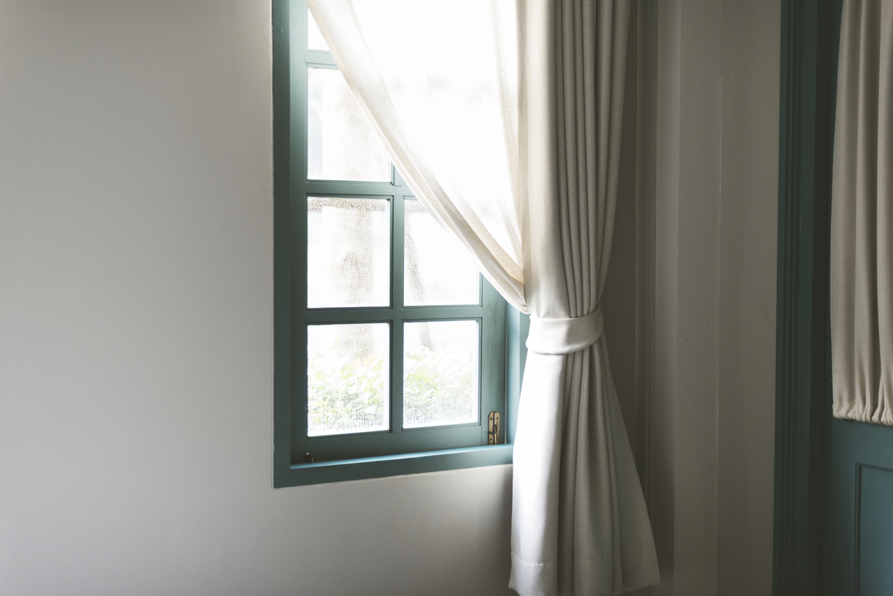 Thick window curtains